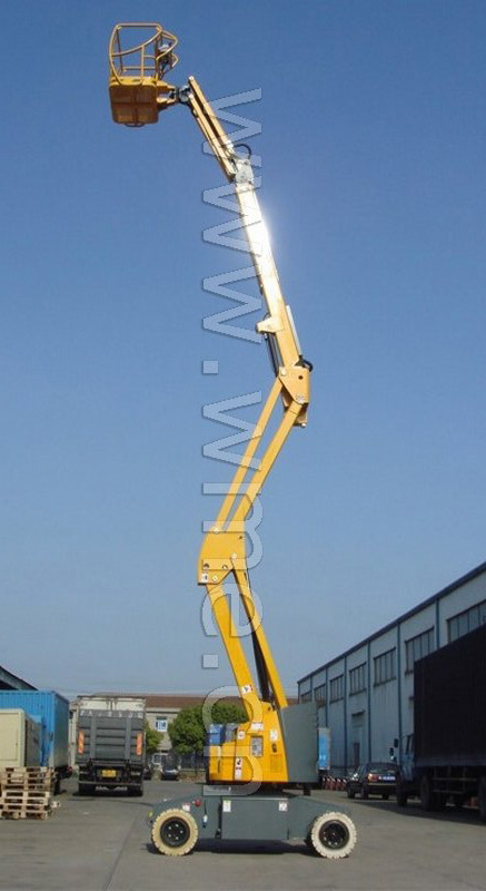 Self-propelled Aerial Work Platform with articulated boom