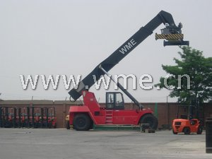 Reach Stacker CRS450